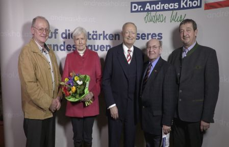 """The candidate receives support in his own country also from the magazine """"Senioren Aktuell"""" in Lower Austria Wallsee-Sindelburg, that adds a photo of the candidate (centre) with this statement: """"Khol combines experience with vision, is legally highly competent and recognised as a constitutional judge. He would therefore be a statesman-like and courageous Federal President who does not have to learn the necessary trade once in office."""" (Info: Peter Krupholz, SB honorary chairman)."""