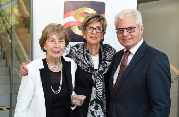 Ingrid Korosec (centre in picture) with Marilies Flemming, a former Federal Minister,  and ÖSB-General Secretary, Heinz K. Becker, Member of the European Parliament