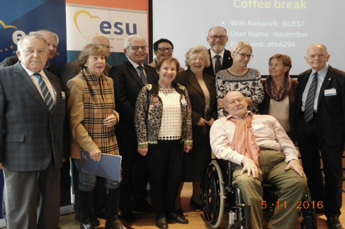 Left: the Austrian delegates with the former ESU President Dr. Bernhard Worms (left), the ESU Vice-president Heinz K. Becker (5th from left) and the deputy Federal chairman of the Seniors' Association (ÖSB), Franz Karl (in the foreground).