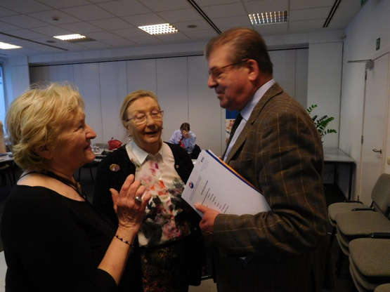Elisabeth Dispaux-Cornil (BE), middle in picture, in conversation with Vice-President Doz. Lidmila Nemcova (CZ) and Treasurer Etienne Vanderroost (BE). (Taken by: UW/Feb. 2017)
