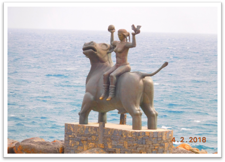 In the port of the Cretan city of Aghios Nikolaos, Europa rides on her lover transformed into a bull - father of the gods, Zeus. With this sculpture the popular port city, like all of Crete, is committed to the myth of being the nucleus of our continent. Pride in Europe is noticeable everywhere in Crete.